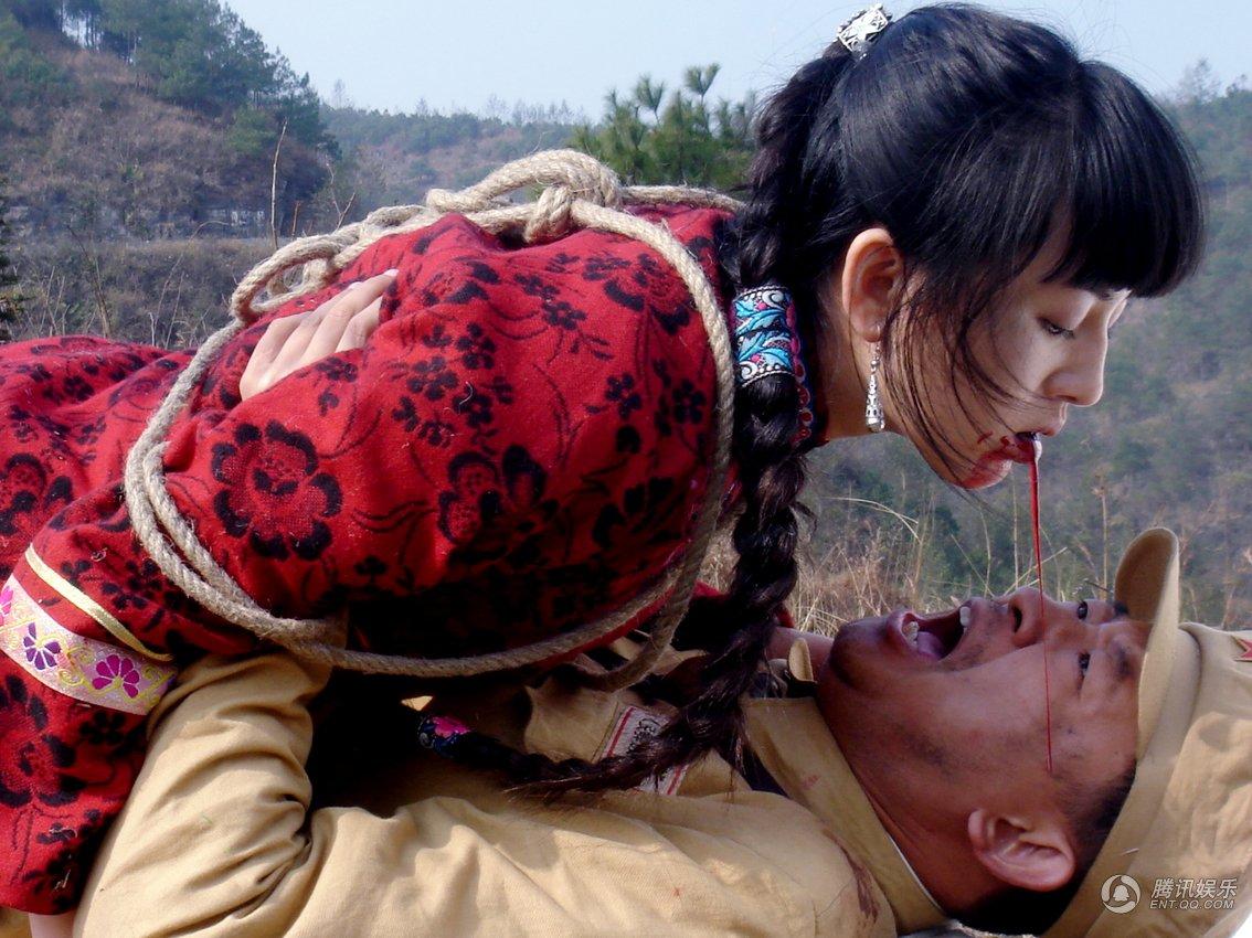 蒋团长摸摸吊着的胳膊,恶声恶气地说,这女人不杀,难解心头之恨啊!图片