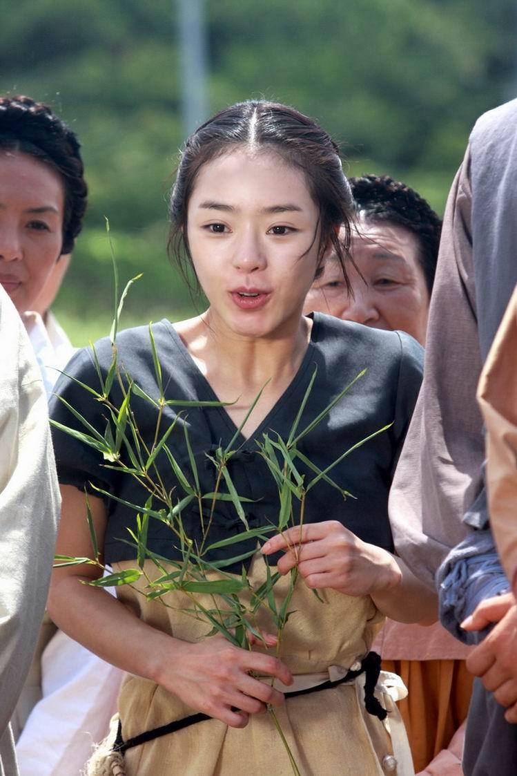 日韩电视剧 垂涎之岛剧情介绍     济州海女泊真在海边的岩石缝中发现