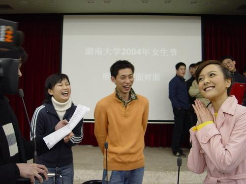 剧照-杨乐乐当选最受湖南大学生喜欢的女主持人(图)