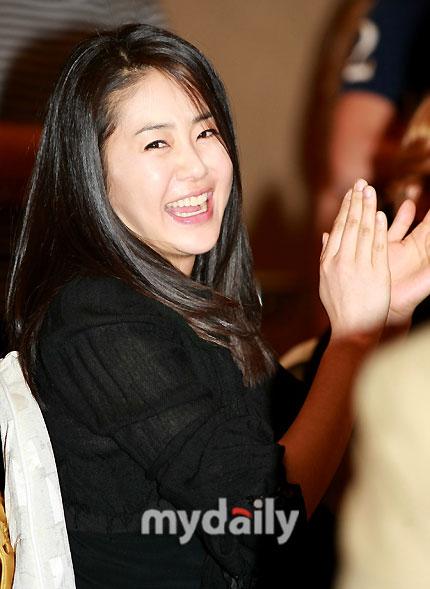 善德女王演员表_剧照-图文:善德女王记者会--高贤贞开心大笑剧照-电视指南