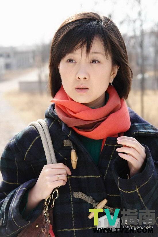 高斯,内地女演员,毕业于上海戏剧学院表演系本科,特长是绘画,手风琴,骑马。 她总是羞涩地称自己不漂亮,只有提到自己的角色才会兴奋地让大家都去看。角色是演员的生命,也是承载演员成长的一双合脚的鞋子。这个浑身透着灵性的年轻女孩能说出这番话,实属不易。 高斯主演电视剧: 铁血使命饰欧阳兰 合作演员:王挺 王新 王珂 陈蓉 蒲冰墨 周楚楚 王海地 柯柏龙 李雨泽 女子炸弹部队饰欧阳兰 合作演员:王珂 陈亦然 高楚楚 蒲冰墨 梁镜珂 王新 王艺霖 李雨泽 柯柏龙 生死依托饰李玉英 合作演员:杨梅 李梦男 杨立