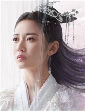 镜双城演员陈钰琪