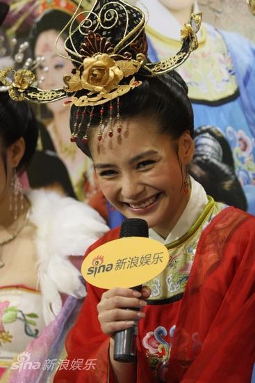 剧照-图文:大唐女巡按剧组做客--阿娇高兴