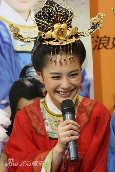 剧照-图文:大唐女巡按剧组做客--开怀大笑